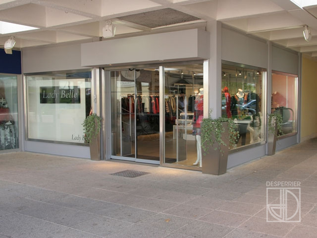Cr ation et agencement de magasins pr t porter et for Boutique pret a porter decoration