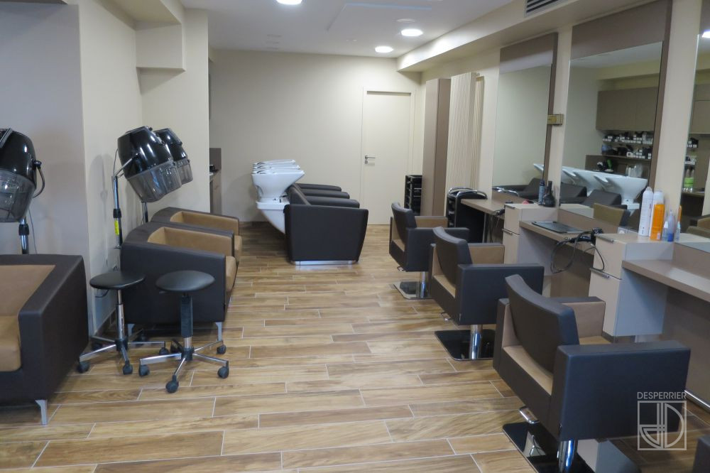 Cr ation et agencement de magasins salon de coiffure for Placo carrelage